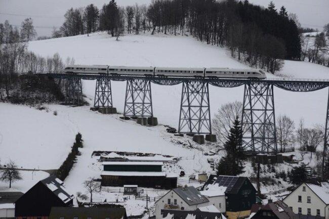 <p>Im Volksmund wird die 236,5 Meter hohe Brücke aufgrund ihres Aussehns Streichholzbrücke genannt.</p>