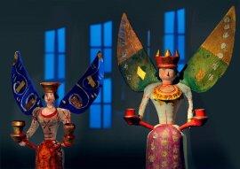 <p>Eigentlich ist der Engel ja ein Bote Gottes und er war ursprünglich ein Mann – wie Gabriel und Michael. Doch schon im Mittelalter verwandelt er sich in eine beflügelte Jungfrau. Als geschnitzte Lichterträger ziehen Engel im 15. Jahrhundert in Kirchen ein. Im Erzgebirge werden sie ab 1830 gedrechselt. Diese beiden etwa 120 Jahre alten Damen stammen aus der Werkstatt Timmel in Kühnheide.</p>