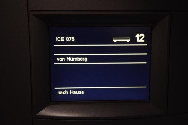 <p>An Bord des sogenannten Bewerberzuges waren 23 Unternehmer aus Chemnitz und der Region. Bei Start des Zuges in Chemnitz war auf den Anzeigetafeln im ICE bereits das Ziel der Reise angekündigt.</p>