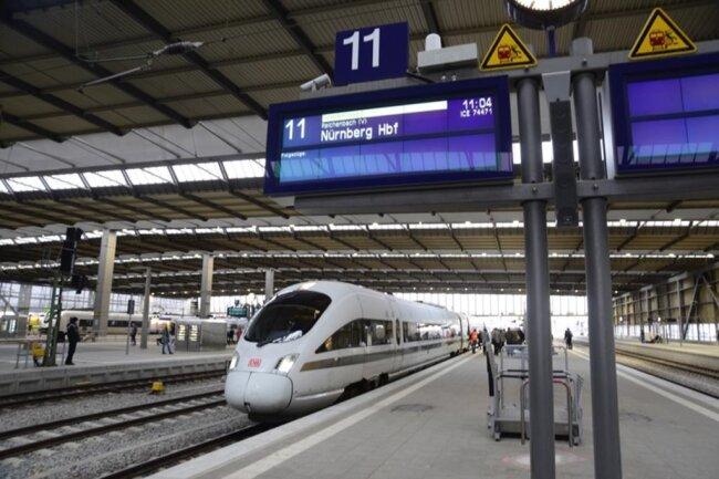 <p>Nachdem am Donnerstag ein ICE durchs Erzgebirge gefahren war, fuhr derselbe Dieselzug am Freitagvormittag zunächst von Chemnitz nach Nürnberg.</p>