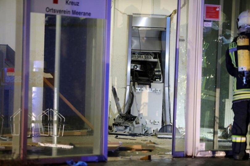 <p>Laut Polizei ereignete sich die Explosion in der Nacht zu Samstag gegen 4.30 in der Sparkasse an der Äußeren Crimmitschauer Straße.</p>