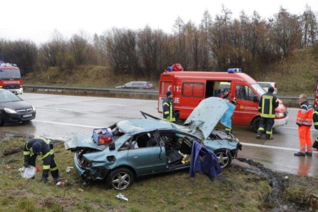 <p>Fahrer und Beifahrerin kamen laut ersten Informationen in ein Krankenhaus.</p>
