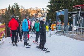 <p>Mit 40 Zentimetern Kunst- und 10 Zentimeter Neuschnee bietet die Skiarena im Westerzgebirge derzeit ideale Bedingungen für Wintersportler.</p>