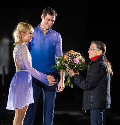 <p>Aljona Savchenko freute sich über das Wiedersehen mit Erfolgstrainerin Jutta Müller, die vor kurzem ihren 90.Geburtstag gefeiert hat.</p>