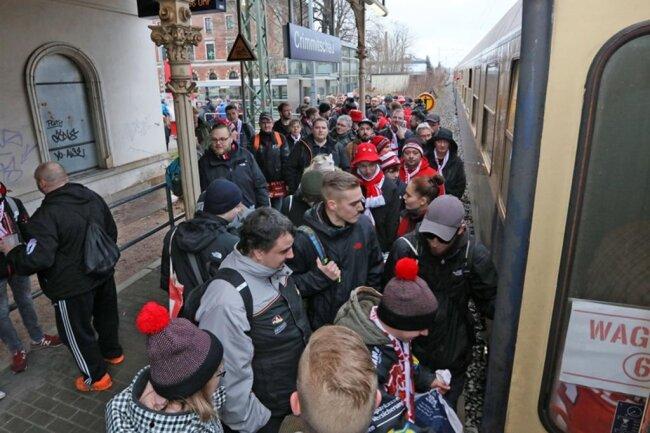<p>Nun können die Fans der Rot-Weißen - erstmals nach 14 Jahren wieder - in einen Sonderzug steigen.</p>