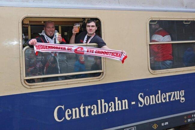 """<p>Die Initiatoren von der Fangemeinschaft """"Red Action Crimmitschau"""" (kurz: RAC) haben 522 Tickets verkauft. Damit ist der Zug bis auf den letzten Platz gefüllt.</p>"""