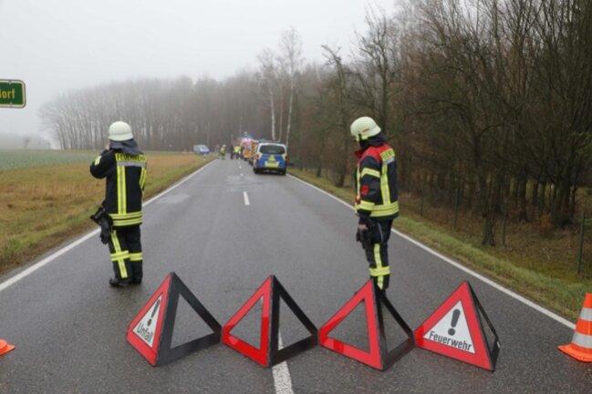 <p>Die S 242 wurde zwischen Cossen und Abzweig nach Göritzhain voll gesperrt.</p>