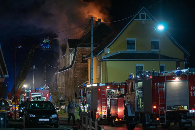 <p>Der Feuerwerkskörper traf ein Zweifamilienhaus an der Straße Crinitzleithen.</p>