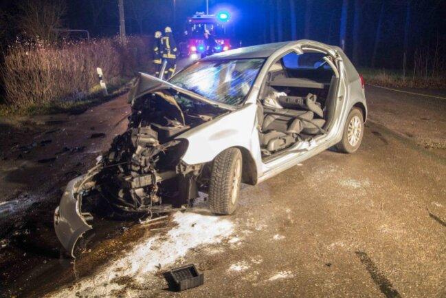 <p>Im VW wurden der 54-jährige Fahrer und die 37-jährige Beifahrerin schwer verletzt. Sie kamen in ein Krankenhaus.</p>