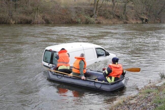 <p>Allerdings wurde das Fahrzeug nicht richtig gegen Wegrollen gesichert</p>