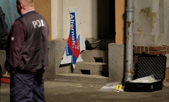 <p>Es handelt sich um drei Deutsche im Alter von 29, 32 und 50 Jahren, teilte die Polizei am Freitag mit. Sie wurden vorläufig festgenommen.</p>