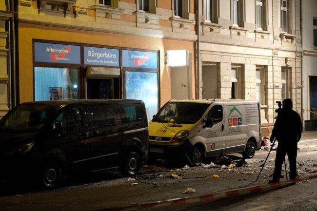 <p>Vor dem AfD-Büro im sächsischen Döbeln hatte es am Donnerstagabend eine Explosion gegeben.</p>