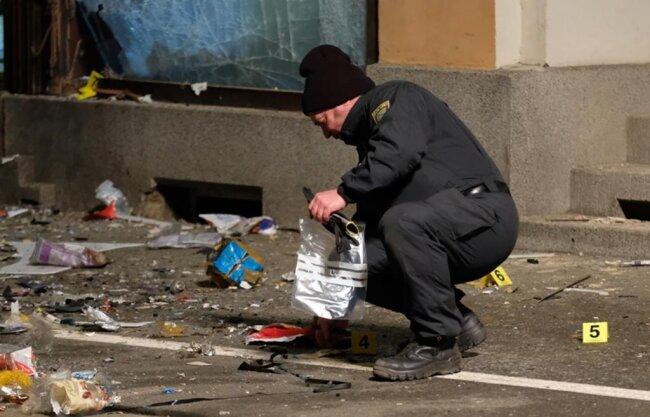 <p>Eine unbekannte Substanz sei hochgegangen, sagte ein Polizeisprecher.</p>