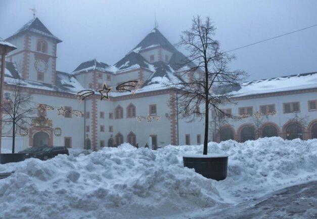 <p>Im Schlosshof herrschte Ruhe.</p>
