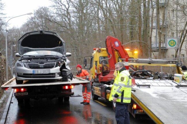 <p>Das Auto kollidierte mit einem entgegenkommenden Skoda.</p>