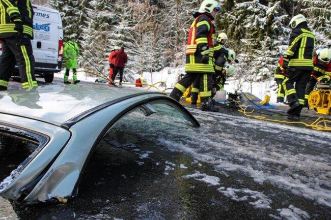 <p>Der Renault war stehen geblieben, um den Transporter überholen zu lassen, was dessen Fahrer offenbar zu spät bemerkte.</p>