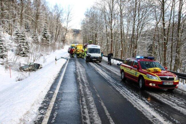 <p>Die Feuerwehren aus Aue, Bockau, Zschorlau und Albernau sowie Rettungsdienst, Notarzt und Polizei wurden zum Einsatz gerufen.</p>