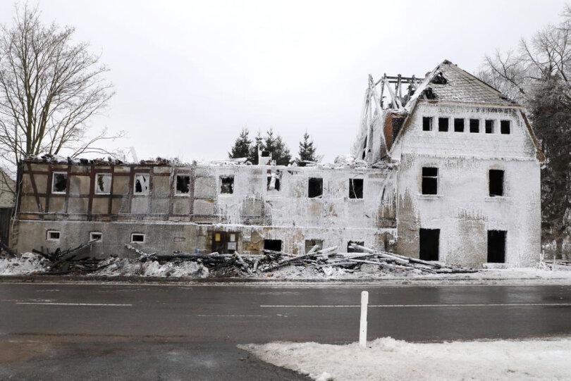 """<p>Im ehemaligen Gasthof """"Blaue Taube"""" an der B101 im Ortsteil Görsdorf ist in der Nacht zu Sonntag ein Feuer ausgebrochen.</p>"""