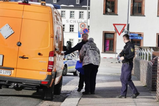 <p>DerKampfmittelbeseitigungsdienst übernahm die Bergung der Waffen.</p>