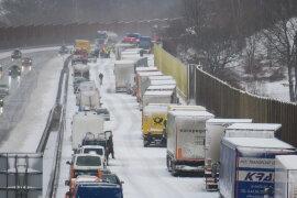 <p>Nach einem Unfallam Samstagmorgen auf der A 72 bei Zwickau ist die Fahrbahn in Richtung Chemnitz derzeit voll gesperrt.</p>