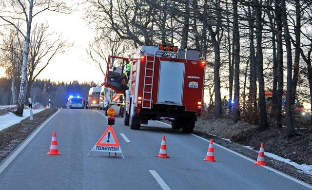<p>zudem die Freiwilligen Feuerwehren Lichtenstein und Heinrichsort.</p>