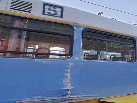 <p>Die beiden Fahrer der Straßenbahnen erlitten einen Schock.</p>  <p></p>