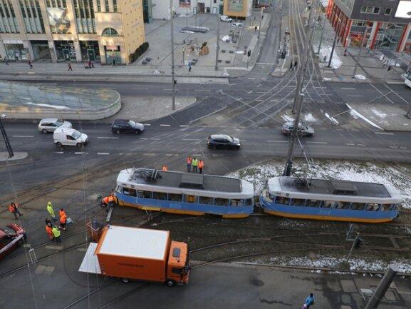 <p>Es folgen weitere Bilder vom Unfallort.</p>