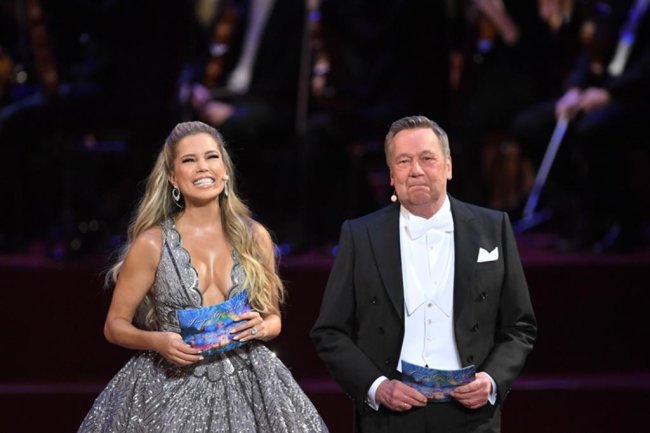<p>Sylvie Meis und der Sänger Roland Kaiser moderieren den 14. Semperopernball.</p>
