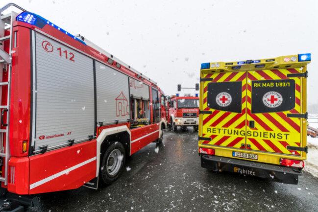<p>Ein Autofahrer wurde bei dem Unfall eingeklemmt und musste von der Feuerwehr befreit werden.</p>
