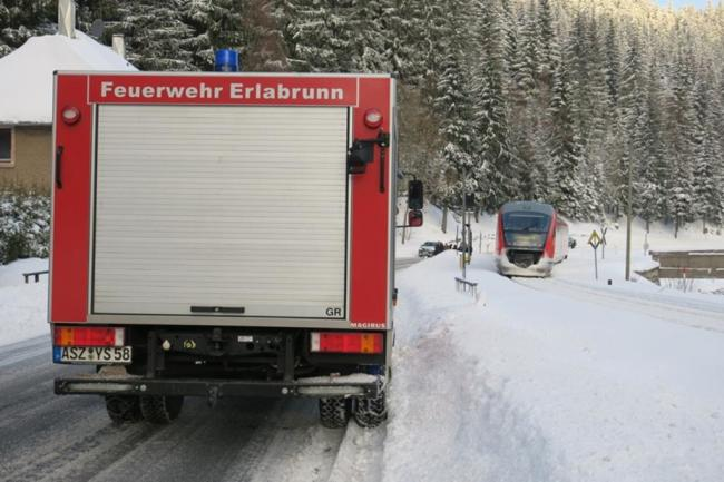 <p>Im Einsatz waren die Feuerwehren aus Breitenbrunn, Erlabrunn und Johanngeorgenstadt sowie Polizei, Bundespolizei und ein Notfallmanager der Bahn.</p>