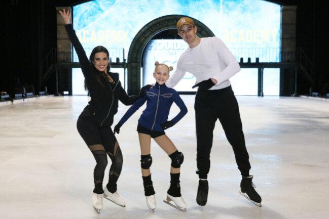 """<p>Im 75. Jahr der Eisrevue wurde die """"Holiday on Ice""""-Academy ins Leben gerufen, um in jeder Tourstadt einem Nachwuchstalent die Chance auf den großen Auftritt zu geben.&nbsp;</p>  <p>Es folgen weitere Bilder.</p>"""
