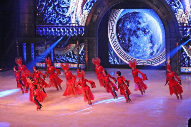 """<p>""""Showtime"""" blickt zum 75. Geburtstag von """"Holiday on Ice"""" mit Dutzenden Profieisläufern und einer farbenprächtigen Choreografie auf die eigene Erfolgsstory zurück und wirft einen Blick in die Zukunft.&nbsp;</p>"""