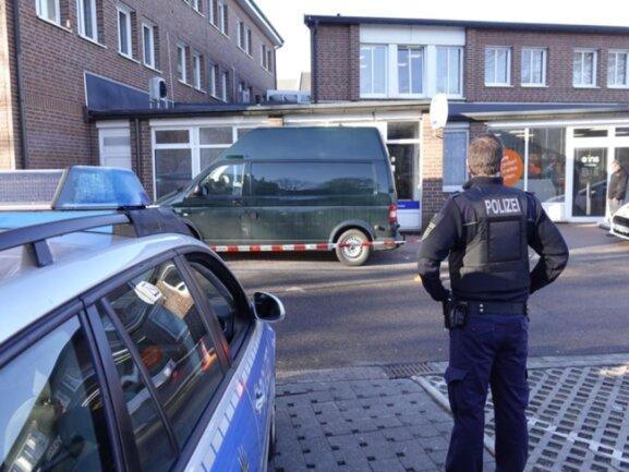 <p>Die Polizei hat das Gebäude abgesperrt.</p>