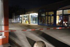 <p>Wie die Polizei bestätigte, wurde am Dienstag gegen 5 Uhr ein Automat in einer Bankfiliale im Gablenz-Center im gleichnamigen Stadtteil an der Hans-Ziegler-Straße gesprengt.</p>