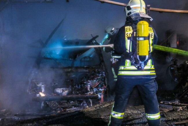 <p>Ein abgestelltes Auto brannte völlig aus.</p>