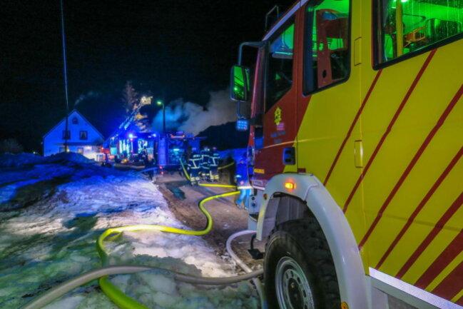 <p>Die Brandursachenermittler untersuchen nun die Brandstelle.</p>