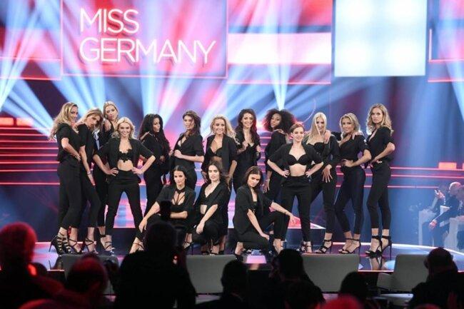 """<p>Die 16 """"Miss Germany""""-Finalistinnen präsentierten sich bei der Wahl einer Jury im Abendkleid und in Freizeitmode.</p>"""