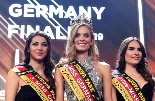 <p>Vize-Königin wurde die Studentin Pricilla Klein (23) aus Hamburg (rechts), Drittplatzierte die 22 Jahre alte Studentin Anastasia Aksak (links) aus Leipzig.</p>