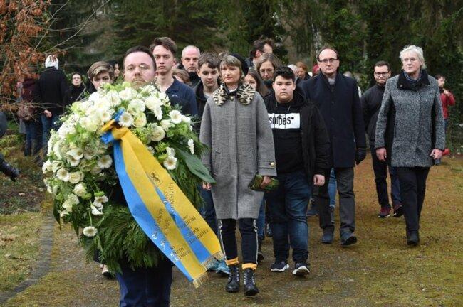 <p>Auf dem städtischen Friedhof fand am Vormittag eine Gedenkveranstaltung ...</p>