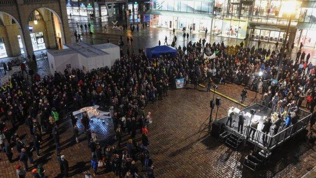 <p>Zudem ging der Wunsch nach Frieden von der Kundgebung im Stadtzentrum aus.</p>