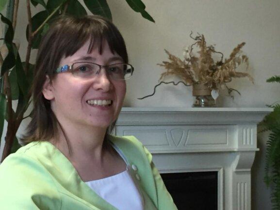 """<p>Sandra Schellenberger (36) hat wenig Zeit, um Frau zu sein. """"Meine zwei Kinder sind noch nicht so alt, dass ich viel Zeit für mich finden kann"""", erklärt sie. Außerdem brauche auch ihr Mann sein Pflegeprogramm, fügt sie augenzwinkernd an. Die gemeinsame freie Zeit nutze die Familie zum Reisen. """"Schweden ist unser Favorit"""", sagt die Voigtsdorferin, die als Betreuungsassistentin im Seniorenheim arbeitet. Der<br /> Frauentag ist für sie ein Tag wie jeder andere.</p>"""