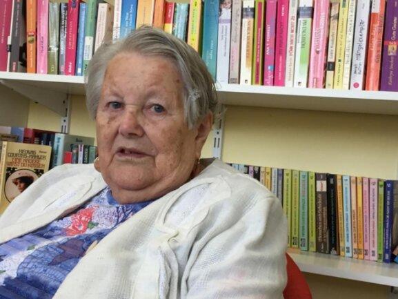 """<p>Irene Seifert (86) würde heute nicht viel anders machen als damals, sagt sie. """"Das Beste, was mir passieren konnte, waren meine zwei Jahre an der Handelsschule in Freiberg."""" Als Buchhalterin arbeitete sie auf der Gemeinde in Lichtenberg. """"Zum Frauentag wurde immer was losgemacht"""", erinnert sie sich. """"Wir haben die Blumen versorgt, der Bürgermeister hat sie verteilt."""" Mit der Wende sei dann alles abgeschafft worden, sagt die zweifache Mutter.</p>"""