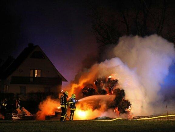 <p>Die Kameraden konnten ein Übergreifen der Flammen auf ein Wohnhaus verhindern.</p>