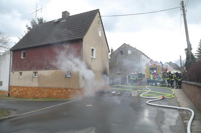 <p><br /> Die Ermittlungen zur Brandursache wurden aufgenommen.</p>