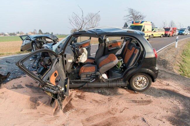 <p>Der Gesamtschaden beträgt rund 20.000 Euro. Die Bundesstraße musste mehrere Stunden gesperrt werden.</p>