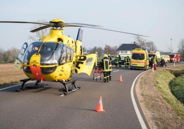 <p>Der 53-jährige Fahrer des anderen Autos, eine 55-jährige Frau und ein 13 Jahre altes Kind wurden leicht verletzt.</p>