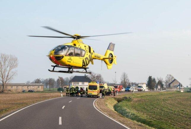 <p>Mit einem Hubschrauber wurde er anschließend in ein Krankenhaus geflogen.</p>