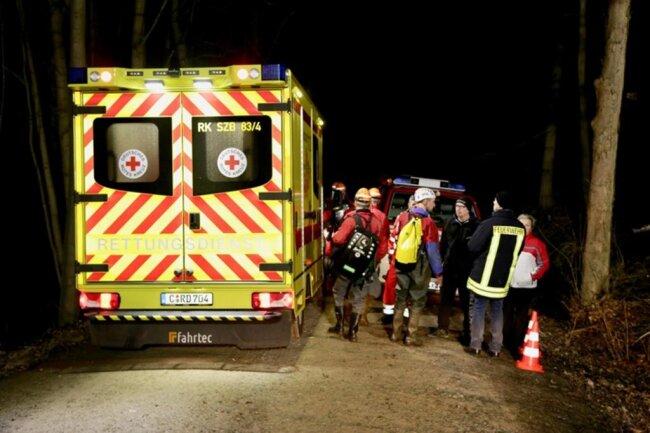 <p>Kurz nach halb neun am Abend hatten sie den Vermissten dann entdeckt und zunächst medizinisch versorgt.</p>