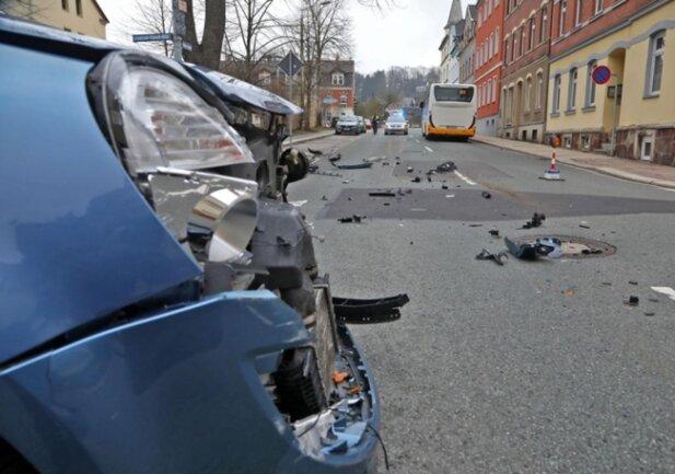 <p>Die beiden Straßen waren zwischenzeitlich voll gesperrt.</p>  <p>Es folgen weitere Bilder</p>