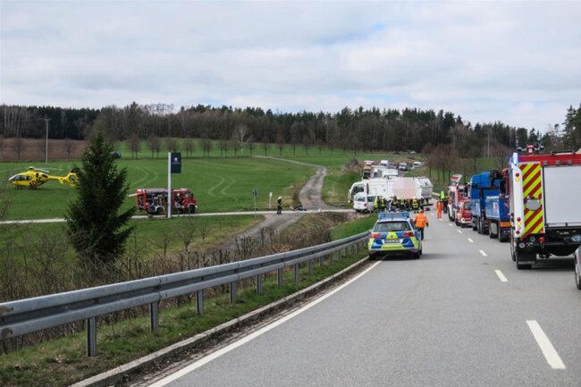 <p>Die S 282 war am frühen Freitagnachmittag wegen der Arbeiten am Unfallort noch voll gesperrt.</p>